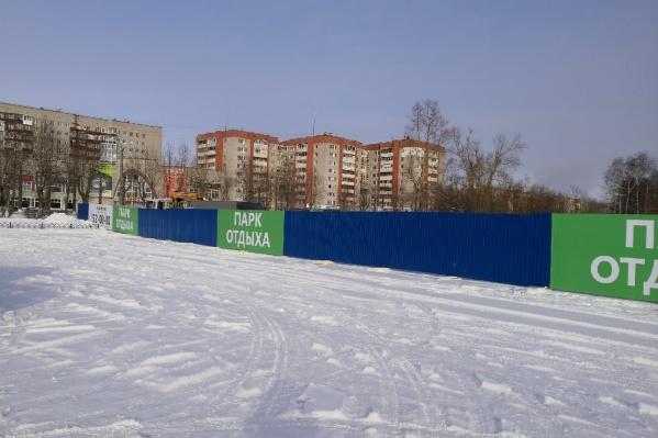 Застройщик пообещал благоустроить участок у берега озера, не застроенный домами