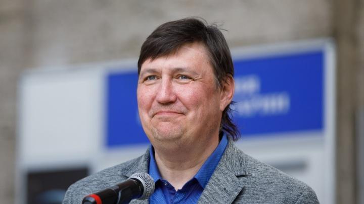 Депутат Волгоградской облдумы заявил, что дубы ему важнее мандата. Но сложить мандат не готов