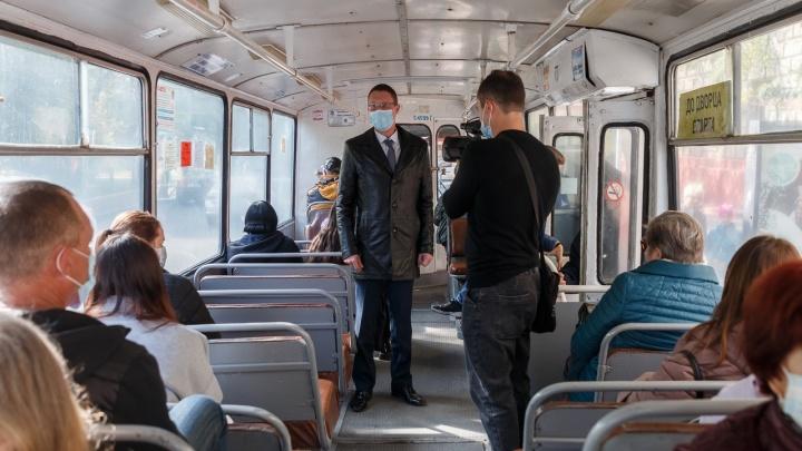 «Не надо оправдываться»: в Волгограде чиновники нагрянули в троллейбусы и маршрутки в поисках безмасочников