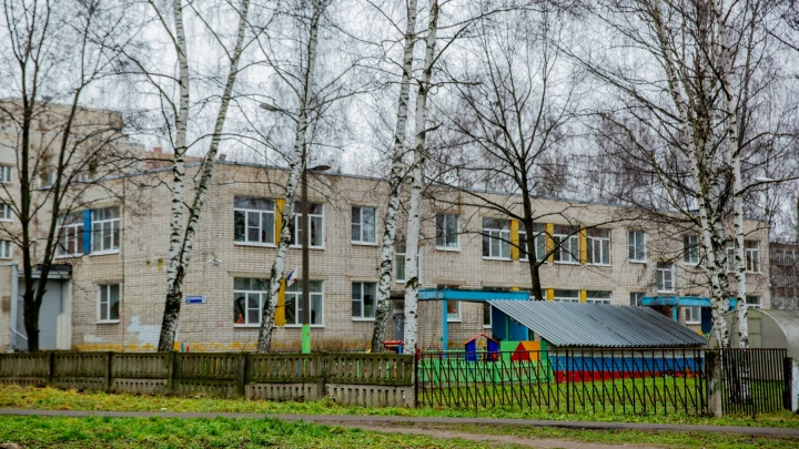Угрожала ручкой: в Рыбинске пьяная мать устроила дебош в детском саду