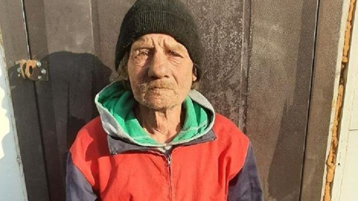 «Жил со свиньями и просил милостыню». Бездомный дедушка из Новороссийска ищет сына и дочь в Перми