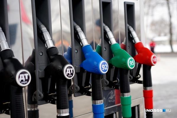 """Дорожает не только бензин, но и газ с дизельным <nobr class=""""_"""">топливом —</nobr> на омских АЗС цены на них поднялись в среднем на 30–50 копеек"""
