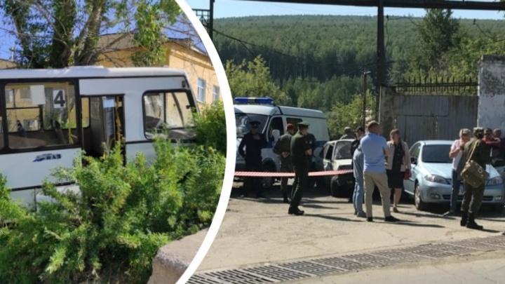 «Он пытался тормозить скоростью»: коллега водителя автобуса, въехавшего в людей в Лесном, — о причинах ДТП