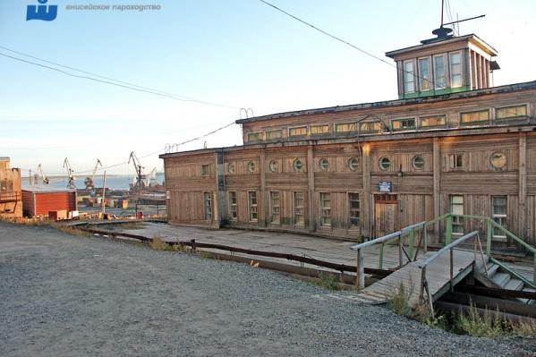Речной вокзал в Дудинке был построен на три года раньше, чем в Красноярске