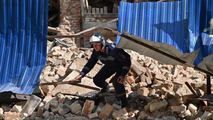 Дом Туроверовой не дождался сноса и рухнул на Социалистическую: фоторепортаж 161.RU