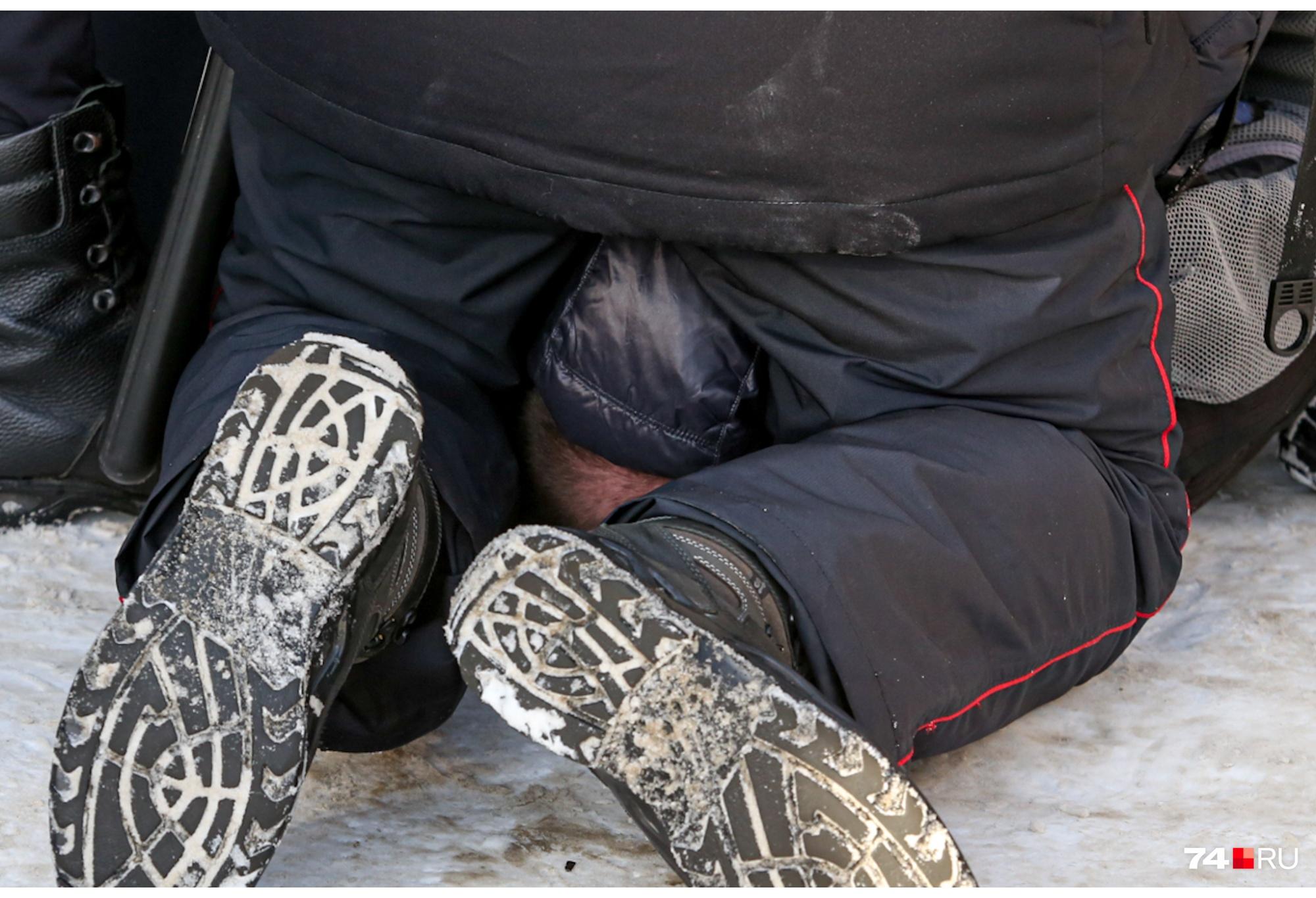Часть митингующих задержали у ЮУрГУ, других продолжили «винтить» по ходу движения колонны