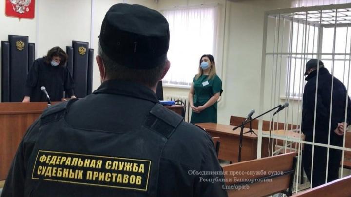 В Башкирии вынесли приговор мужчине, зарезавшему бывшую супругу в детском саду