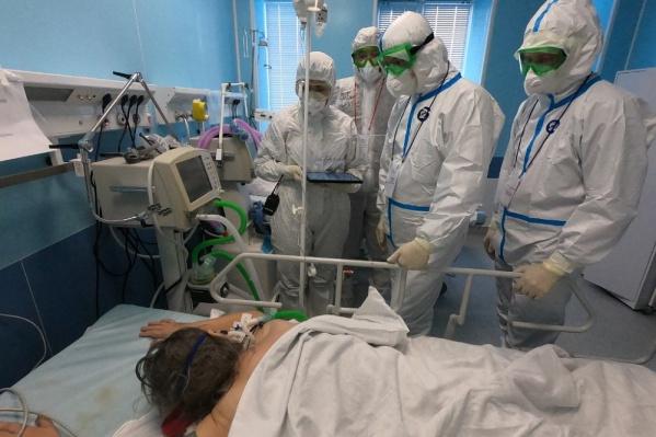 Перед объявлением об ужесточении антиковидных мер глава Башкирии лично посетил ковид-госпиталь под Уфой