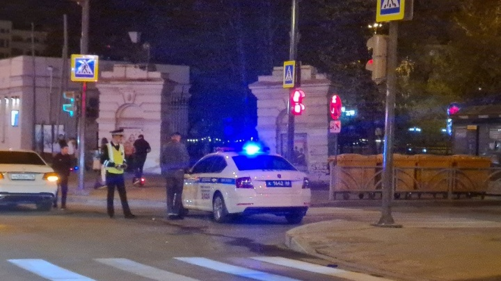 Сотрудники ГИБДД перекрыли проспект Ленина на несколько часов раньше