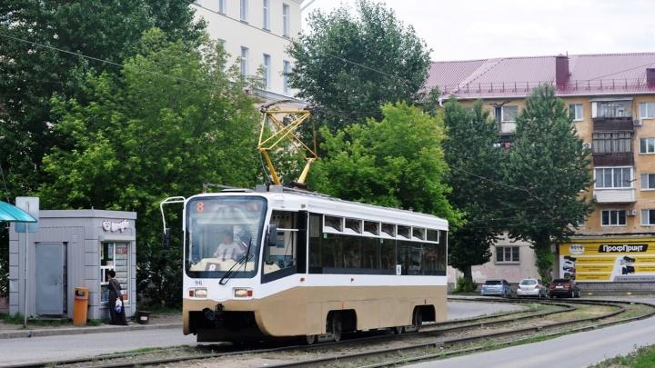 Два московских трамвая, которые привезли в Омск в прошлом году, выпустят на маршруты до конца лета