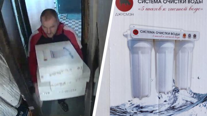 Аферисты в Екатеринбурге взяли с блокадницы 2 тысячи долларов за дешевые фильтры для воды
