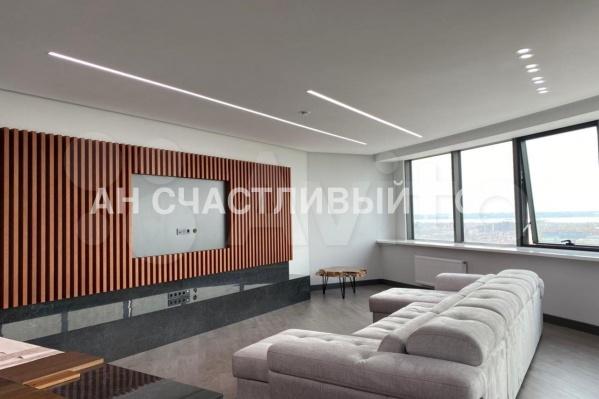 Расположена квартира на 21-м этаже 37-этажного дома