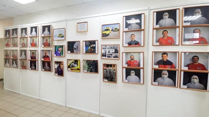 В Кемерово открылась выставка, посвященная медикам скорой. Они спасали жизни самых тяжелых пациентов