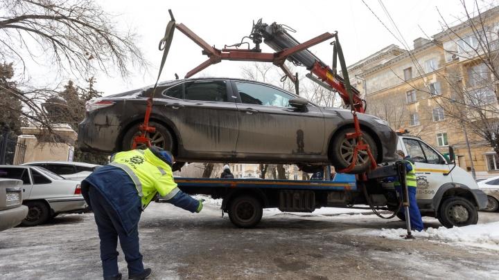 В Волгограде эвакуаторщики объявили тотальную охоту на автохамов