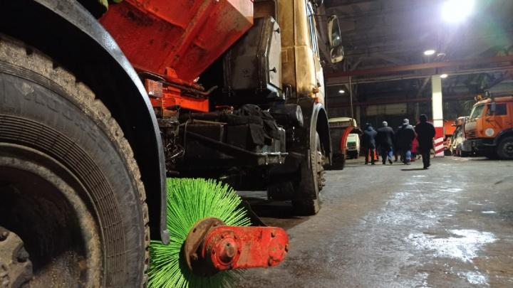 Власти пообещали расчистить дороги Ярославля только через 10 дней. И то не до конца