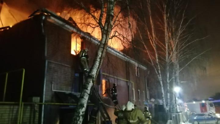 В МЧС назвали предварительную причину пожара в цыганском поселке