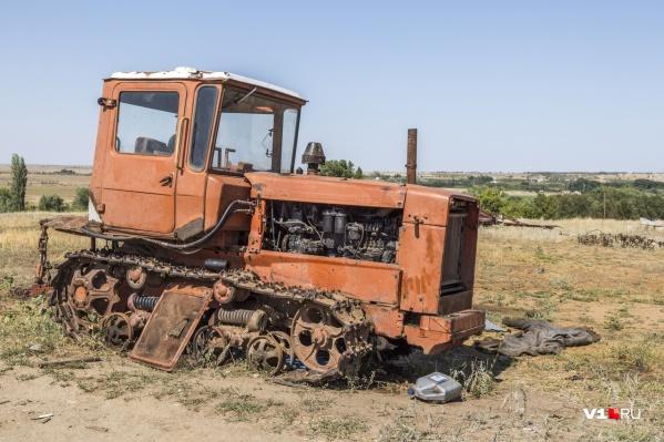 Труп обнаружил пахавший поле тракторист