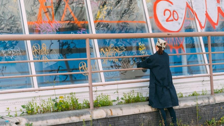 «Летур» начали отмывать от граффити