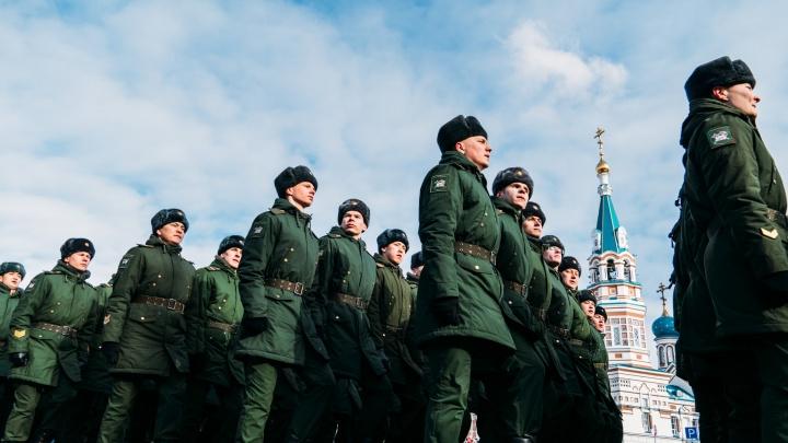 «Рота, подъем!»: пять историй омичей— о том, как сегодня служат в российской армии