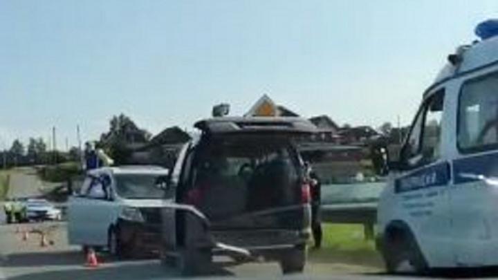 «Скутер в отбойнике, микроавтобус на встречке»: под Пермью произошло смертельное ДТП