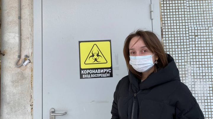 «Спустя 12 часов градусник показал 39,3». Как корреспонденты E1.RU переносят прививку от COVID-19