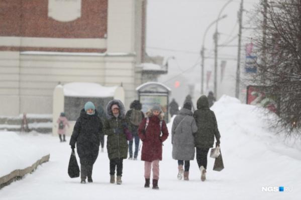 Днем также ожидаются умеренные снегопады, возможны метели