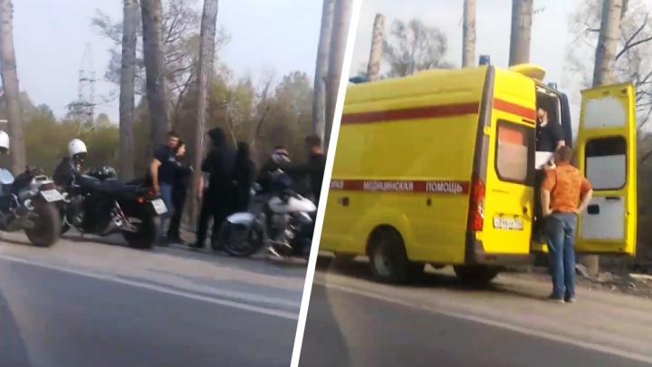 В Новосибирске мотоциклист попал в ДТП — на месте работал реанимобиль
