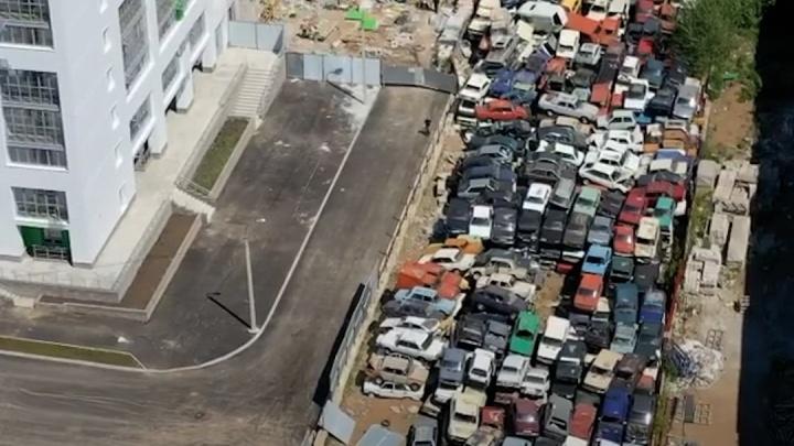 Кладбище автомобилей в Уфе сняли с квадрокоптера