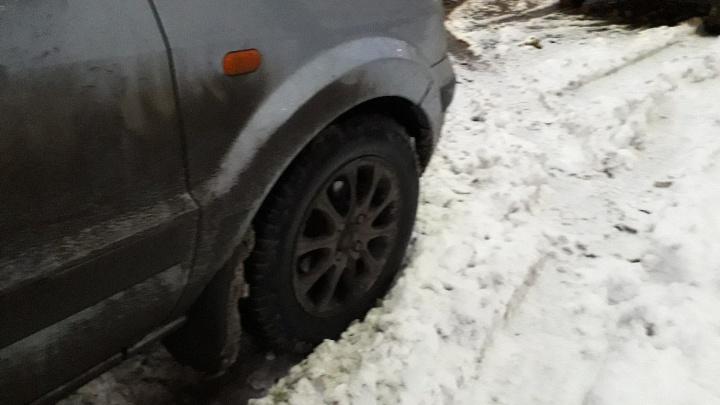 Мешающие уборке снега машины будут увозить на эвакуаторе