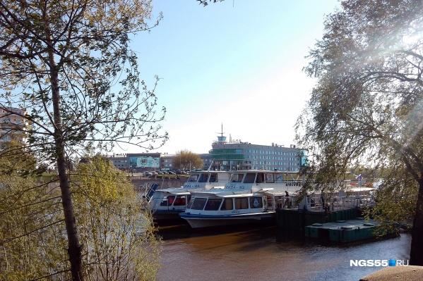 Последние несколько лет по Иртышу курсируют только прогулочные теплоходы