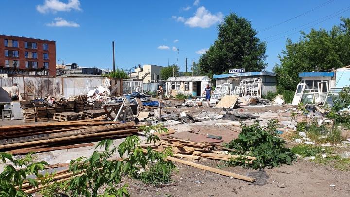 В Ярославле сносят мини-рынок: прощаемся с наследием 90-х