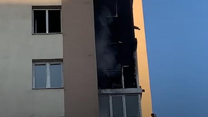 Жительница горевшего в Уфе 18-этажного дома рассказала о произошедшем: «Очаг возгорания был на балконе»