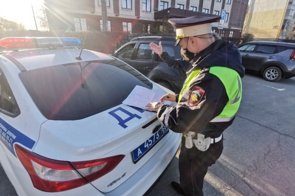 Инспектор ГИБДД вправе потребовать от водителя ездить исключительно с полисом ОСАГО, а за отказ выполнять эти требования грозит наказание вплоть до ареста