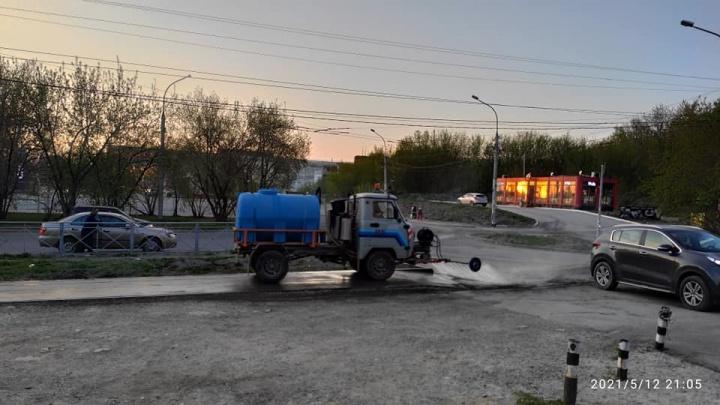 Почему вымытые тротуары — такое редкое явление в Новосибирске? Кто в этом виноват и что можно сделать?