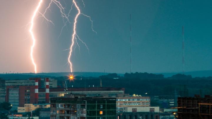 Гроза, град и сильный ветер: спасатели продлили штормовое предупреждение в Свердловской области