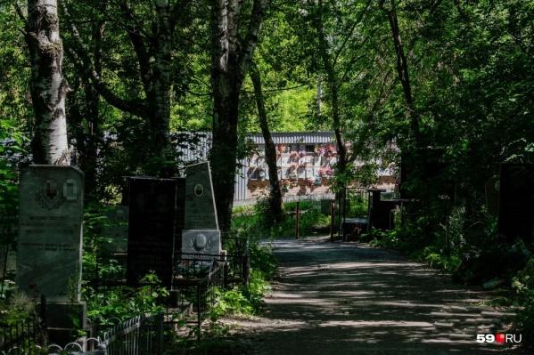 К религиозным праздникам у кладбищ организуют временные остановки
