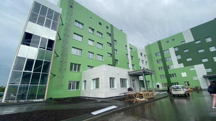 «Работ еще на пару дней»: мэр Новокузнецка рассказал о завершении строительства инфекционки