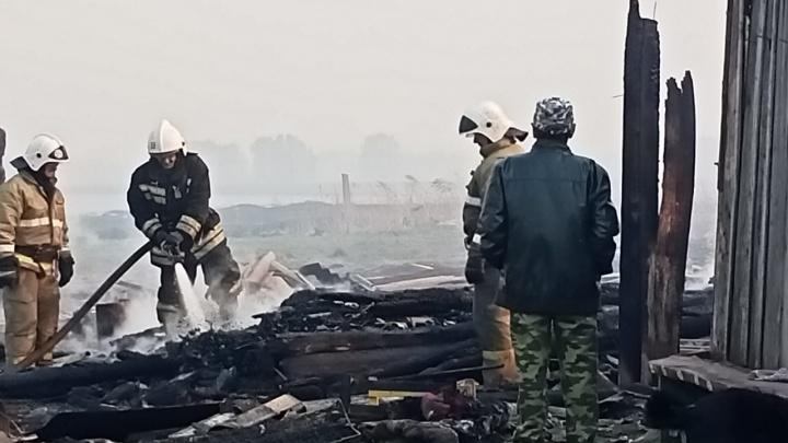 В Большереченском районе пожар уничтожил деревню Каракуль