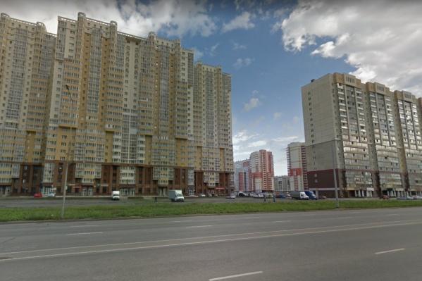 Тело девушки нашли под окнами 26-этажного дома в микрорайоне «Академ Riverside»