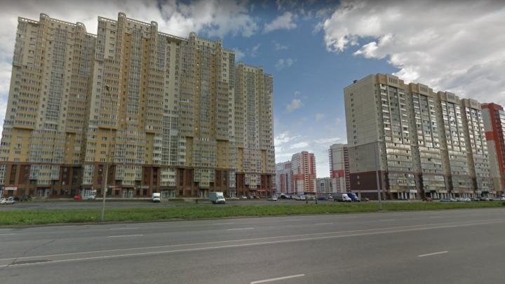 В «Академ Riverside» разбилась девушка, выпав из окна 26 этажа с букетом белых роз