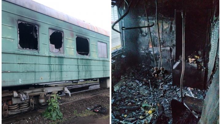 В Свердловской области сгорел вагон поезда, в котором находились девять человек: видео