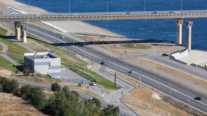 «Отплыл до темных вод»: в Волгограде под мостом через Волгу утонул 19-летний парень