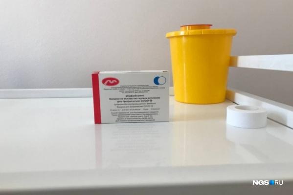 «ЭпиВакКорону» сейчас ставят в том числе в новосибирских поликлиниках