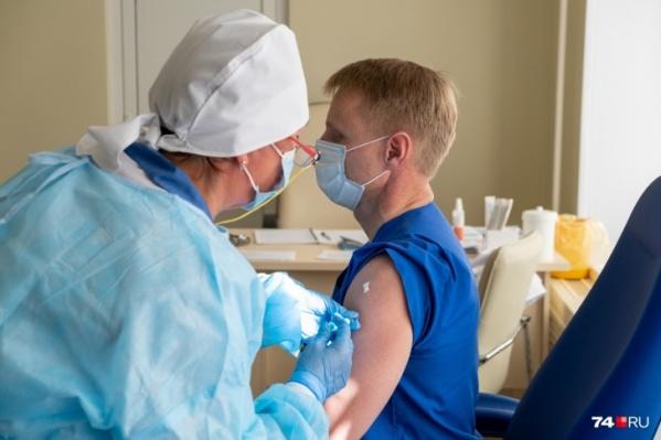 Между прививками от ковида и гриппа должен пройти месяц