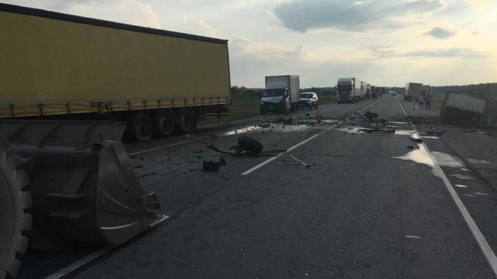 В Новосибирской области столкнулись две «Газели» и грузовик — погиб водитель