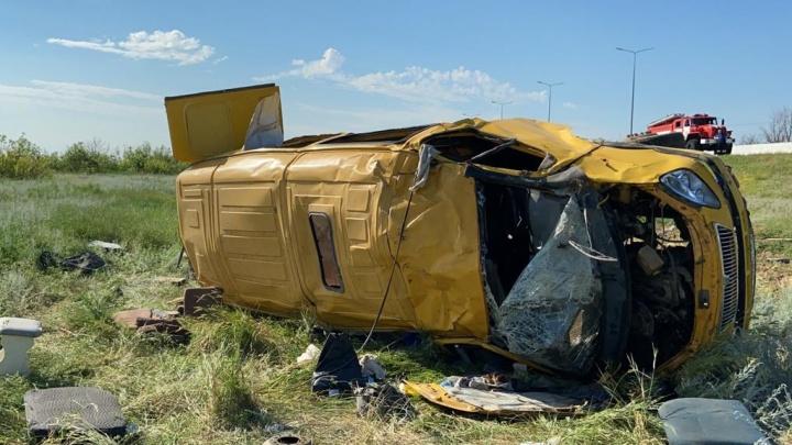 На трассе под Волгоградом опрокинулась пассажирская «Газель», восемь пострадавших