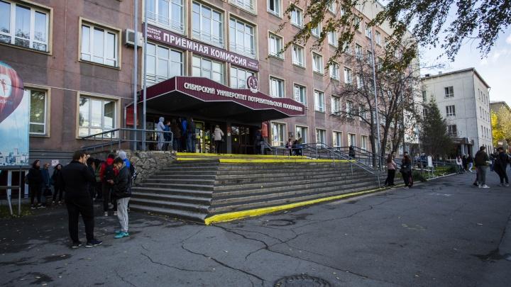 В новосибирском вузе эвакуировали людей — в главном корпусе нашли подозрительный рюкзак