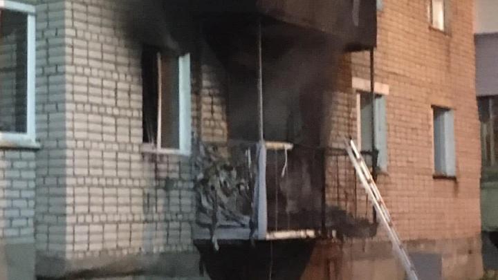 «Весь подъезд осыпался»: в Ярославской области произошли взрыв и пожар в пятиэтажке