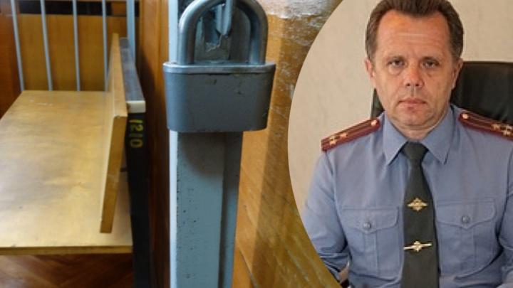 Бывшему уральскому генералу, «крышевавшему» игорный бизнес, смягчили наказание