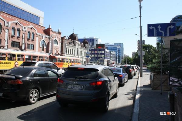 В центре Екатеринбурга упорядочили движение на аварийном перекрестке
